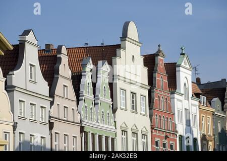 View of the gables of some houses in the Old Town of the Hanseatic city Wismar, Mecklenburg-Western Pomerania, Germany. The Old Town of Wismar has bee - Stock Photo