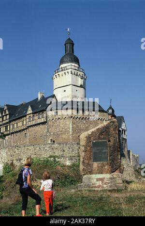 Visitors standing in front of the Falkenstein Castle near Falkenstein in the Harz Mountains in the federal state of Saxony-Anhaltv in Middle Germany. - Stock Photo