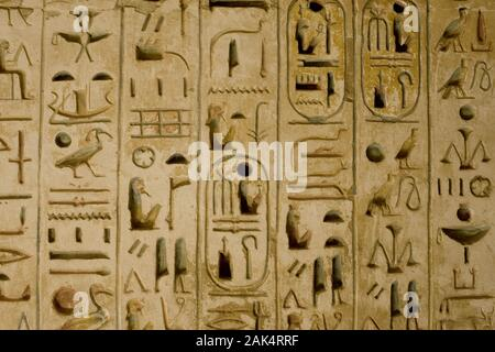 Luxor: Theben West, Wandmalerei im Ramesseum Tempel (Tempel von Ramses II.), Ägypten | usage worldwide