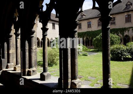 Colmar: Unterlinden Museum im ehemaligen Dominikanerinnenkloster in der  Rue d'Unterlinden Nr. 1., Kreuzgang des Klosters, Elsass   usage worldwide - Stock Photo