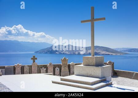 Insel Krk: Baska, Blick von der Friedhofskirche Hl. Johannes (Calva Sv. Ivana) zur Insel Otok Prvic, Istrien | usage worldwide - Stock Photo
