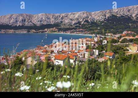 Insel Krk: Blick auf die Bucht von Baska, Istrien | usage worldwide - Stock Photo