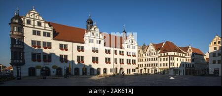 Torgau: Marktplatz mit Rathaus, Sachsen | usage worldwide - Stock Photo