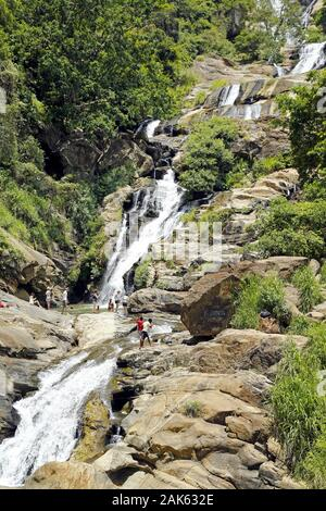 Ella Gap Valley: Ravana Ella Falls, Wasserfall an der Straße nach Welawaya, Sri Lanka | usage worldwide - Stock Photo