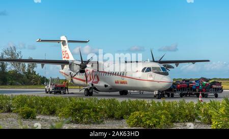 Air Tahiti with luggage van at the airport, Airport Motu Mute in Bora Bora, French Polynesia - Stock Photo