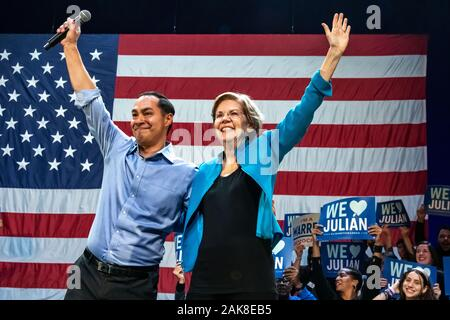 New York, USA,  7 January 2020.  US Senator and Presidential candidate Elizabeth Warren and Julian Castro, former secretary of Housing and Urban Development (HUD) wave to supporters during a campaign rally at Brooklyn's Kings Theatre in New York.  Credit: Enrique Shore/Alamy Live News - Stock Photo