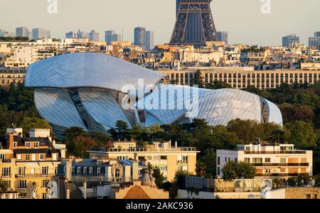 France, Paris, Louis Vuitton Foundation by architect Frank Gehry - Stock Photo