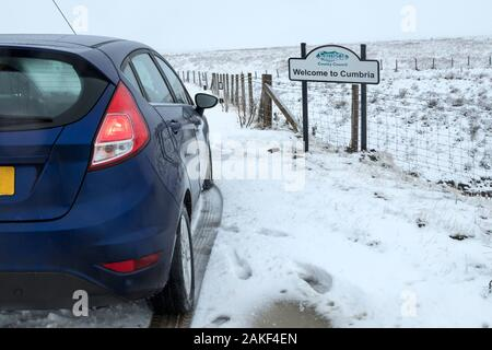 B6277, Teesdale, County Durham, UK.  9th January 2020. UK Weather.  Snow is affecting high level routes between County Durham and Cumbria.  Credit: David Forster/Alamy Live News - Stock Photo