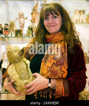 Sarah Sellers daughter of actor Peter Sellers at her shop in Mayfair. - Stock Photo