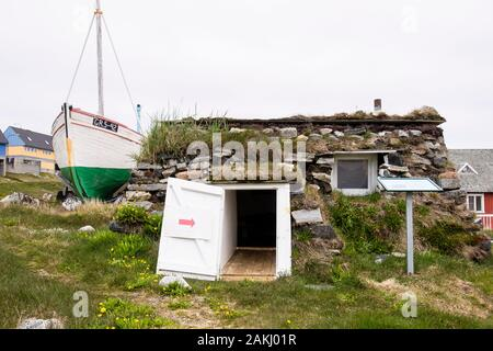 Reconstruction of a traditional turf house as part of Paamiut Katersugaasivik Museum. Paamiut (Frederikshåb), Sermersooq, Greenland - Stock Photo