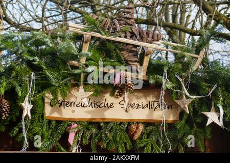 Blick über den Weihnachtsmarkt, im öffentlichen Kurpark, am Kurhaus in Baden-Baden - Stock Photo