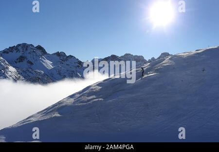 Oberstdorf, Germany. 11th Jan, 2020. A female skier is skiing on the Fellhorn above the clouds in the sunshine. Credit: Karl-Josef Hildenbrand/dpa/Alamy Live News - Stock Photo
