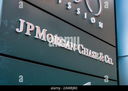 Dec 17, 2019 San Francisco / CA / USA - JP Morgan Chase & Co. offices in SOMA District; JPMorgan Chase & Co. is an American multinational investment b - Stock Photo