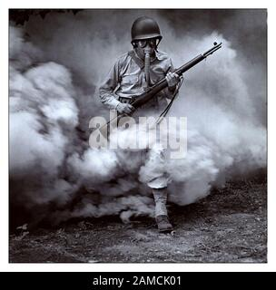 WW1 GAS ATTACK TRAINING 1914 American Soldier at training camp during German trench gas attack exercises - Stock Photo