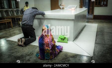 KOLKATA,WEST BENGAL/INDIA-MARCH 19 2018:Devotees worship and pray at the foot of Mother Teresa's tomb,at The Mother House Of the Missionaries Of Chari - Stock Photo