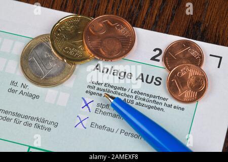 Anlage AUS, ausländische Einkünfte und Steuern, Formular, Steuererklärung - Stock Photo