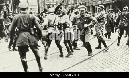 Germany, Weimar Republic, clashes between members of the RFB (red front fighters Federation/Roter Frontkämpferbund ) and the police in the streets of - Stock Photo