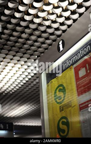 Timetable display of the new departure times of the MVV am Stachus. [automated translation]
