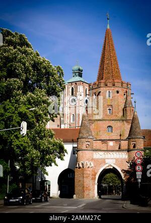 Kreuztor and the cathedral Zur Schönen Unserer Lieben Frau, a Catholic parish church in Ingolstadt. [automated translation] - Stock Photo