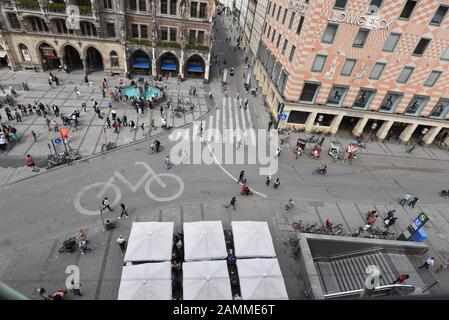 View from the tower of the Peterskirche to the Munich Marienplatz, left the New City Hall, right the department store Ludwig Beck. [automated translation] - Stock Photo