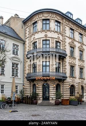Brønnum House is a listed building designed by Ferdinand Wilhelm Jensen and built 1865-1866. Now used as Office-hotel & cocktail bar, Copenhagen - Stock Photo