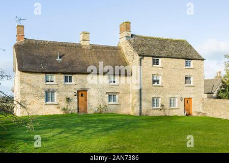 OXFORD, UK - January 03, 2020. Exterior of a large thatched Cotswold stone cottage in Oxfordshire, UK - Stock Photo