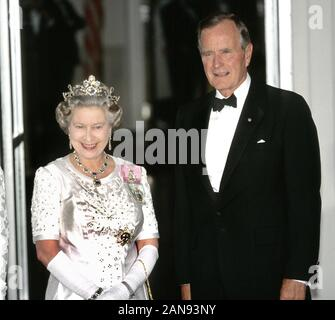 HM Queen Elizabeth II and US President George Bush snr attend a banquet at The White House, Washington D.C. USA 1991. - Stock Photo
