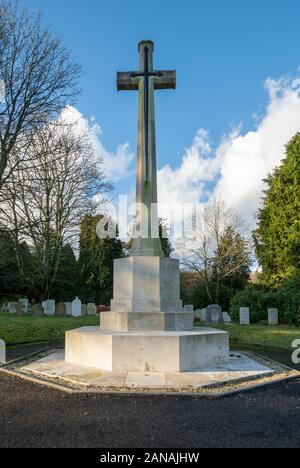 Cross of sacrifice on top of the hill with first world war graves at Aldershot Military Cemetery, Hampshire, UK. - Stock Photo