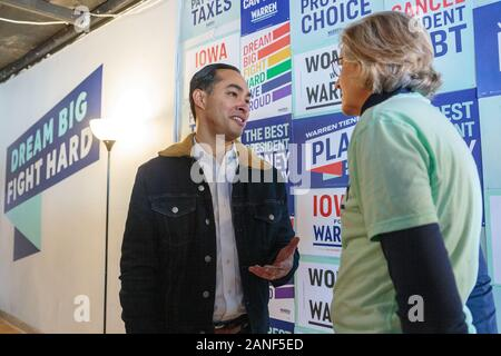 Former Housing and Urban Development Secretary Julián Castro campaigning for Elizabeth Warren in Indianola, Iowa, USA. - Stock Photo
