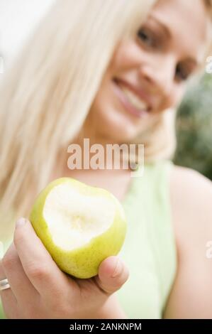 Junge Frau mit Apfel - Young Woman eating Apple - Stock Photo