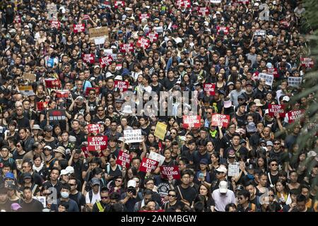Hong Kong, Hong Kong SAR, CHINA. 16th June, 2019. Protesters march in Hong Kong against the extradition bill tabled by Chief Executive Carrie Lam. Suspension of the bill fails to stop the march Credit: Jayne Russell/ZUMA Wire/Alamy Live News - Stock Photo
