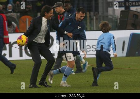 Rome, Italy. 18th Jan, 2020. Rome, Italy - 18 January, 2020:Simone Inzaghi (LAZIO) with his son at end of the Italian Serie A soccer match SS Lazio vs Sampdoria 5-1, at Olympic Stadium in Rome on 18/01/2020 Credit: Independent Photo Agency/Alamy Live News - Stock Photo