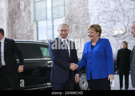 01/19/2020, Berlin, Germany. Angela Merkel receives the Wladimir Putin in the courtyard from the Chancellery. Chancellor Angela Merkel invites you to the Libya conference in Berlin on January 19, 2020. The aim of this process is to support the efforts of the United Nations for a sovereign Libya and for the internal Libyan reconciliation process through a group of states and international organizations. - Stock Photo