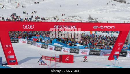 Sestriere, Italy. 19th Jan, 2020. public sestriere during SKI World Cup - Parallel Giant Slalom Women, Ski in Sestriere, Italy, January 19 2020 Credit: Independent Photo Agency/Alamy Live News - Stock Photo