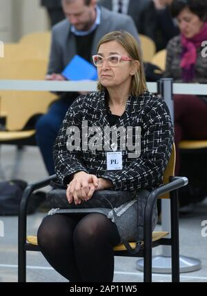 Madrid, Spain. 20th Jan, 2020. Mossos d'Esquadra's intendent, Teresa Laplana, sit on the dock for the first session of their trial for herinvolvement in the organization of Catalan pro-independent referendum held 01 October 2017, at Audiencia Nacional Court, in Madrid, Spain, 20 January 2020. Three of the defendants are accused of rebellion and Teresa Laplana is accused of sedition for their involvement in the so-called Catalan 'proces'. Credit: Fernando Villar POOL/EFE/Alamy Live News - Stock Photo