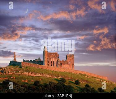 IE - CO. TIPPERARY: Rock of Cashel