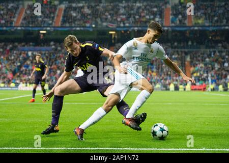 Madrid, Spanien. 17th Oct, 2017. firo: Football, Soccer: 10/17/2017 Champions League, season 2017/2018: Real Madrid - Tottenham Hotspur 1: 1 group stage group C duels Jan Vertonghen (L); Real Madrid's defender from Spain Achraf Hakimi. | usage worldwide Credit: dpa/Alamy Live News - Stock Photo