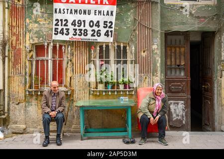 Türkei, Istanbul, Balat, Vodina Caddesi, Haus zu verkaufen (house for sale) - Stock Photo