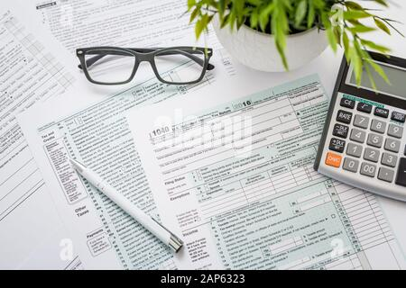 tax return form income calculator irs individual - Stock Photo