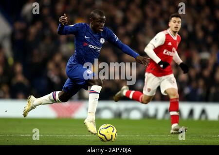 Stamford Bridge, London, UK. 21st Jan, 2020. English Premier League Football, Chelsea versus Arsenal; Ngolo Kante of Chelsea - Strictly Editorial Use Only. No use with unauthorized audio, video, data, fixture lists, club/league logos or 'live' services. Online in-match use limited to 120 images, no video emulation. No use in betting, games or single club/league/player publications Credit: Action Plus Sports/Alamy Live News - Stock Photo