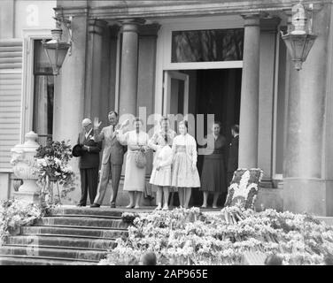 Queen's Day 1958 Description: The royal family stands on the boards of Soestdijk Palace and waves to the long-running theater. Unknown, Prince Bernhard, Queen Juliana, Princess Beatrix, Princess Marijke (front) and Princess Irene Date: 30 April 1958 Location: Baarn, Utrecht (province) Keywords: defilés, queens, princesses, princesses Personal name: Beatrix (Crown Princess Netherlands), Bernhard (prince Netherlands) , Christina, princess, Irene (princess Netherlands), Juliana (queen Netherlands) Institution name: Palace Soestdijk - Stock Photo
