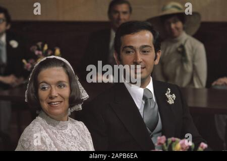 civil marriage Princess Christina and Jorge Guillerm in Stadhuis in Baarn, headlines Date: April 30, 1975 Location: Baarn Keywords: marriages, town halls Personal name: Christina, princess, Guillermo, Jorge - Stock Photo