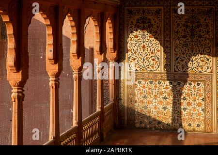 India, Rajasthan, Shekhawati, Bikaner, city centre, Junagarh Fort, light though pillars onto painted walls to look like pieta dura stone inlay above A