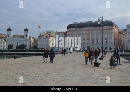Trieste, Italien: Hafenstadt an der Adria: Am Hafen, mit griechisch-orthodoxer Kirche - Stock Photo