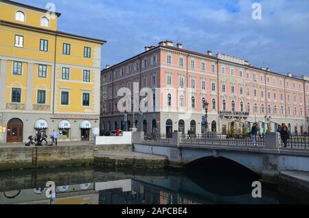 Trieste, Italien: Hafenstadt an der Adria: Am Canale Grande - Stock Photo