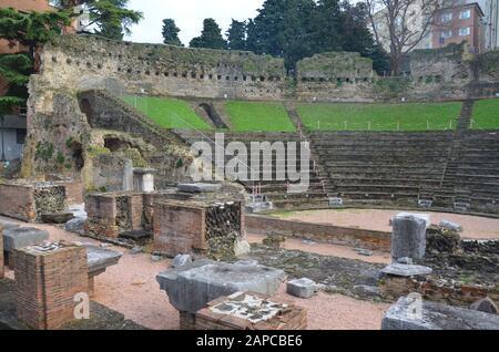 Trieste, Italien: Hafenstadt an der Adria: Römisches Amphitheater - Stock Photo