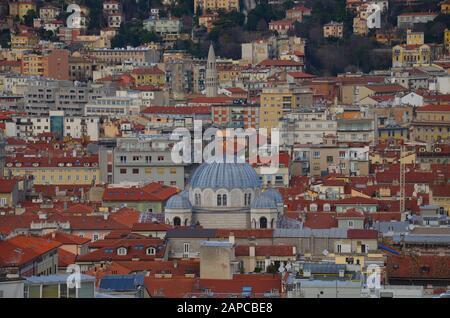 Trieste, Italien: Hafenstadt an der Adria: Blick auf Serbisch-orthodoxe Kirche - Stock Photo