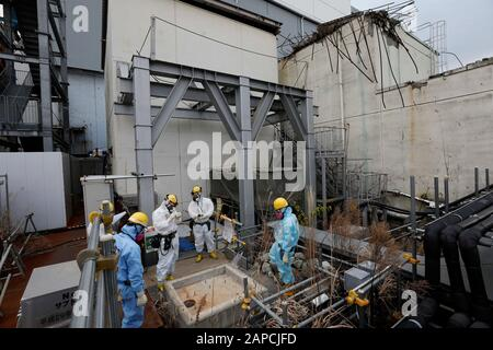 January 22, 2020, Okuma, Fukushima, Japan: Workers checks drain at Unit 4 building of tsunami-devastated Tokyo Electric Power Company (TEPCO) Fukushima Daiichi Nuclear Power Plant in Okuma town, Fukushima Prefecture, 22 January 2020. The storage tanks including water processed in the ALPS will be full around summer of 2022, TEPCO has told. Japanese government need to decide soon how manage the processed water still including tritium.  (Credit Image: © Kimimasa Mayama/POOL via ZUMA Wire) - Stock Photo