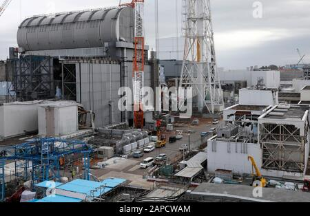 Okuma, Fukushima, Japan. 22nd Jan, 2020. Unit 3 (L) and Unit 4 (C-Rear) reactor houses are seen at tsunami-devastated Tokyo Electric Power Company (TEPCO) Fukushima Daiichi Nuclear Power Plant in Okuma town, Fukushima Prefecture, 22 January 2020. The storage tanks including water processed in the ALPS will be full around summer of 2022, TEPCO has told. Japanese government need to decide soon how manage the processed water still including tritium. Credit: Kimimasa Mayama/POOL/ZUMA Wire/Alamy Live News - Stock Photo