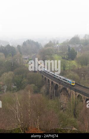 A TransPennie Express train crosses the viaduct at Brownhill, Saddleworth, Oldham - Stock Photo